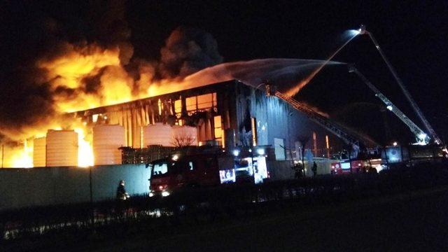 Kocaeli'nde parfüm fabrikasında büyük yangın ile ilgili görsel sonucu