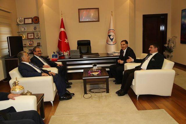 Kamu Başdenetçisi Şeref Malkoç, Erü'yü Ziyaret Etti