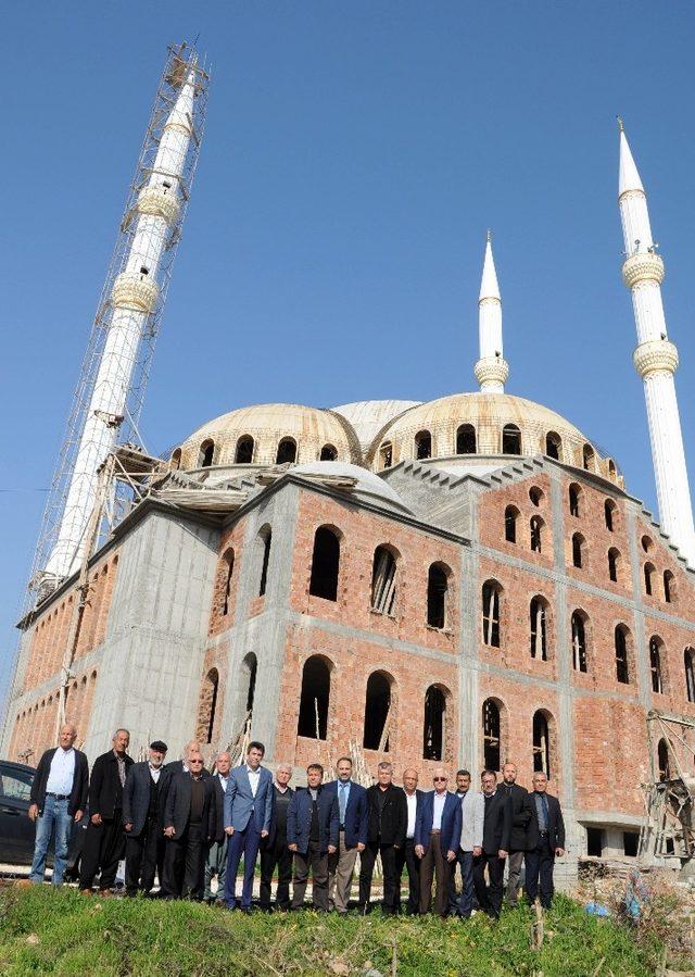 Kaymakam Kula, Koyuncu Yeni Merkez Camisi inşaatını inceledi