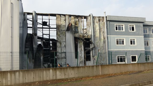 Kocaeli'de yanan esans fabrikasından geriye enkaz kaldı