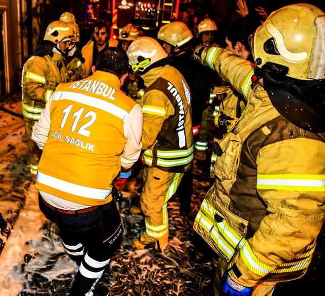 (Ek fotoğraflar ) - Beyoğlu'nda 7 katlı otelde yangın: 3'ü ağır, 6 yaralı