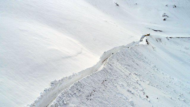 2 bin rakımlı yaylada karla mücadele sürüyor