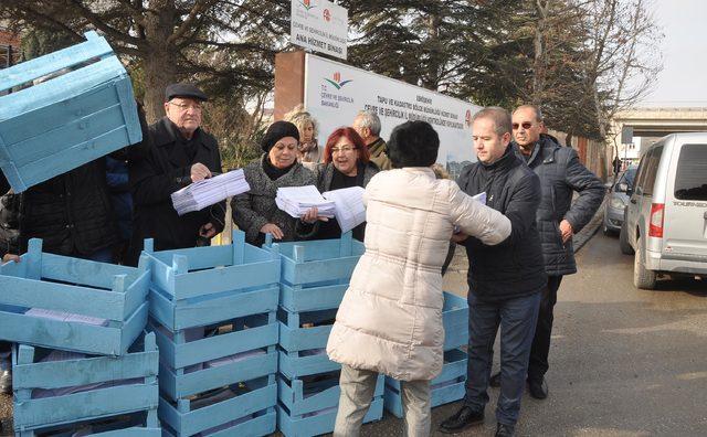 Eskişehir'de termik santrale karşı toplanan imzalar kasalarla taşındı