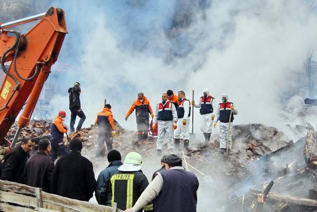 Tosya'da 7 evin kül olduğu yangında, 1 kadın kayıp