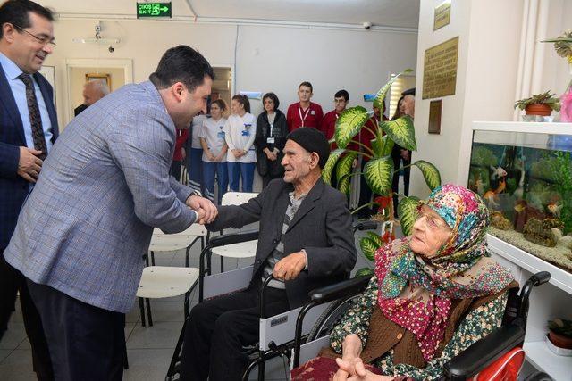 Başkan Avcı yaşlıları ziyaret etti