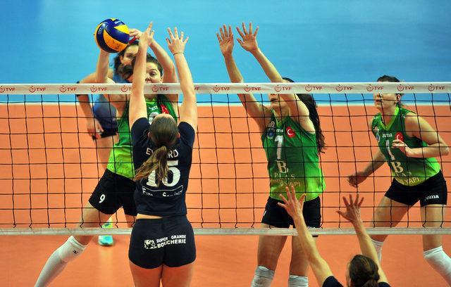 Bursa Büyükşehir Belediyespor, Charleroi Volley'i 3-0 yenerek çeyrek finale yükseldi