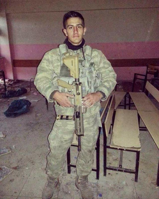 Afrin'de şehit olan Piyade Astsubay Kıdemli Çavuş Ömer Bilal Akpınar'ın Afyonkarahisar'lı olduğu öğrenildi