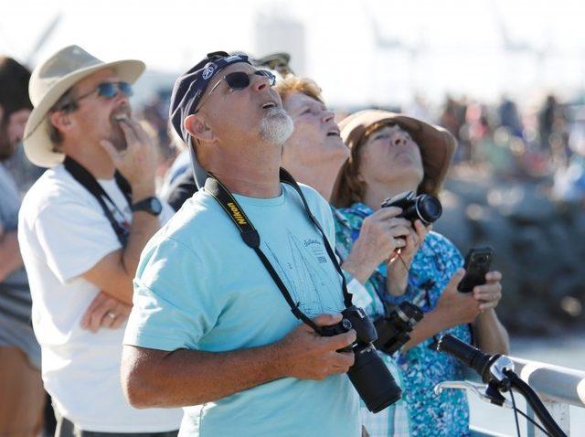Florida kıyılarında yüzbinlerce kişi fırlatma anını izledi