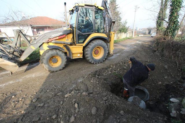 Akyazı Belediyesi ekipleri ilçenin her yerinde