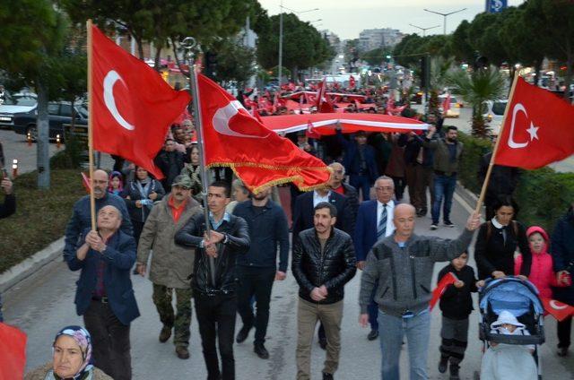 Afrin'de terörle mücadele eden Mehmetçiğe bayrak yürüyüşlü destek