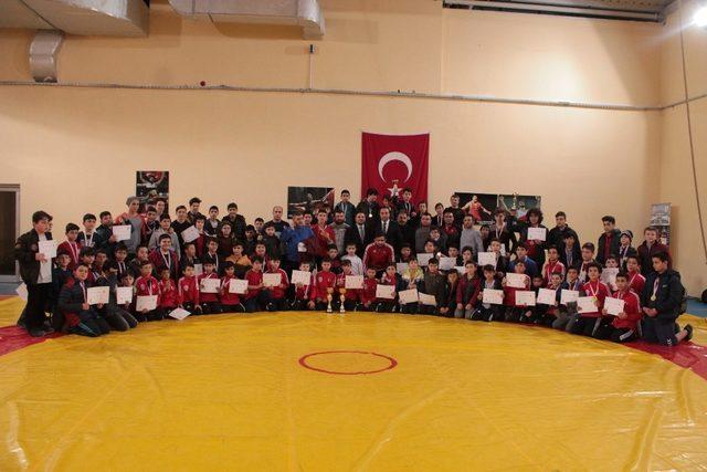 Okul Sporları Güreş müsabakaları sona erdi