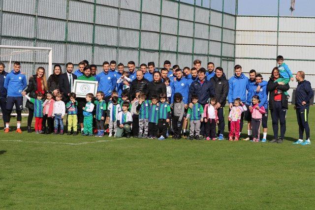 Minik öğrencilerden Çaykur Rizespor'a ziyaret