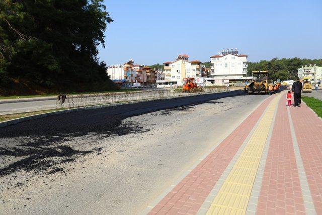 Manavgat'ta sıcak asfalt çalışması