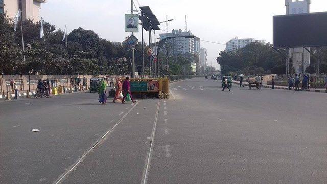 Bangladeş'te hayat durdu