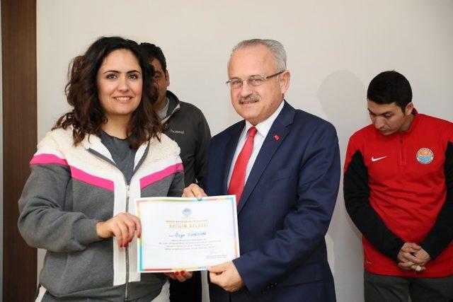 Sarıkeçili Yörük çocuklar sertifikalarını aldı