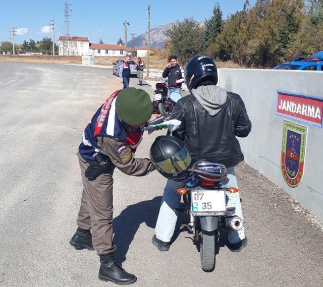 Jandarma motosiklet sürücülerini uyardı