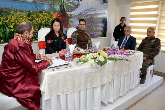 Vali Toprak, polis memurlarının nikah şahitliğini yaptı