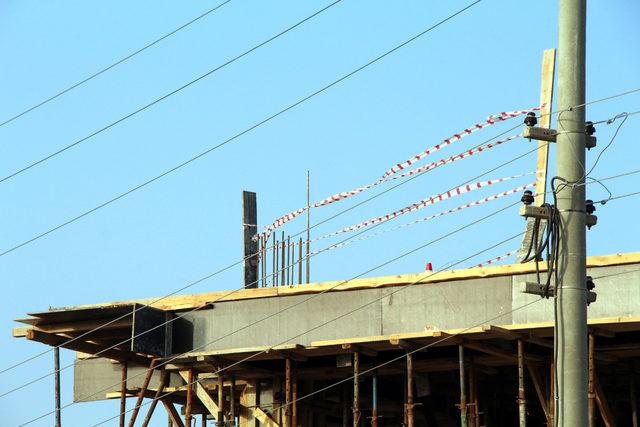 Elektrik teline temas eden inşaat işçisi öldü