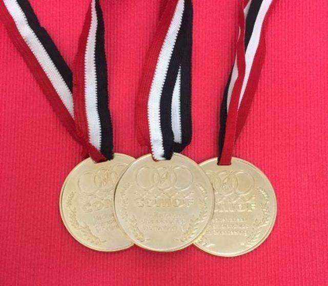 Altın madalyalar İnönü'ye