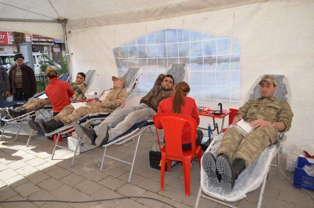 Askerden Afrin'deki Mehmetçiğe kan bağışı