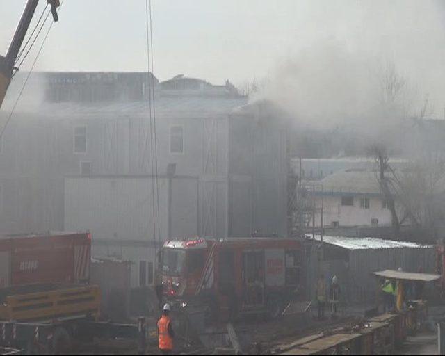 Bakırköy'de şantiyedeki konteynerde yangın