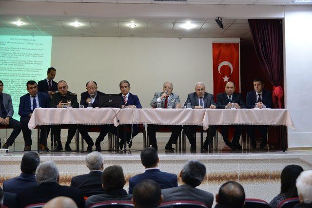 Vali Şentürk, Mucur ilçesinde düzenlenen toplantıda muhtarlarla bir araya geldi.
