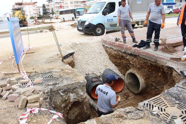 Manavgat Demokrasi Bulvarı trafiğe kapatıldı