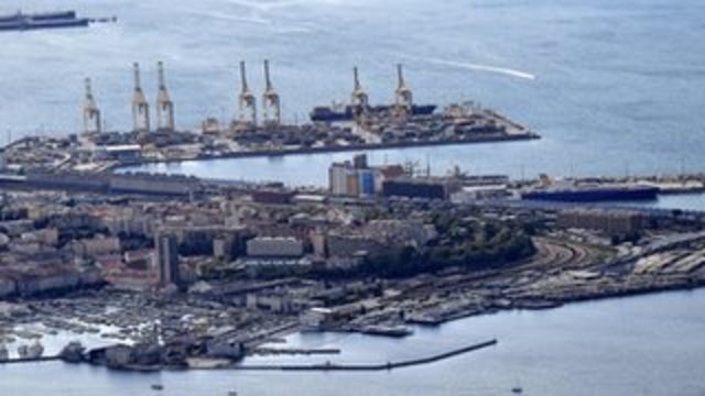 Türkiye'den Trieste'ye giden kargoda 2.3 milyon TL değerinde taklit giysi ele geçirildi
