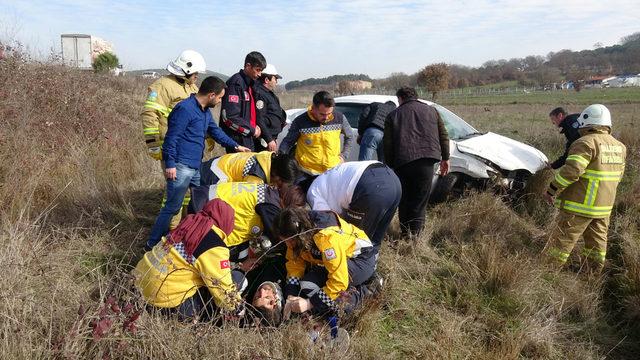 Kırık camdan girip yaralı sürücüyü kurtardı
