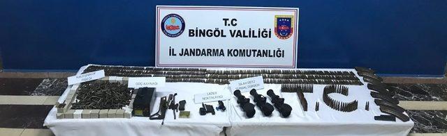 Bingöl'de 8 adet el bombası ve mühimmat ele geçirildi