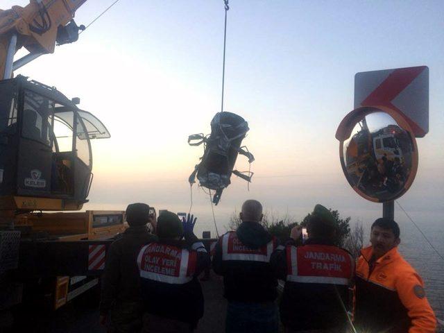 Parçalanmış bariyerler kazayı ortaya çıkardı; sürücü kayıp (2)