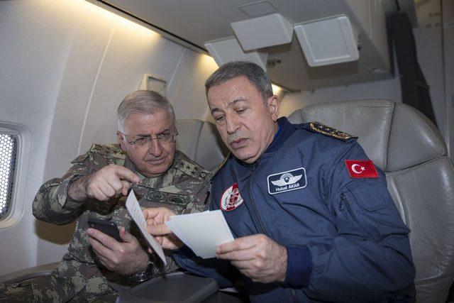 Genelkurmay Başkanı Akar Kara ve Hava Kuvvetleri unsurlarının faaliyetlerini denetledi