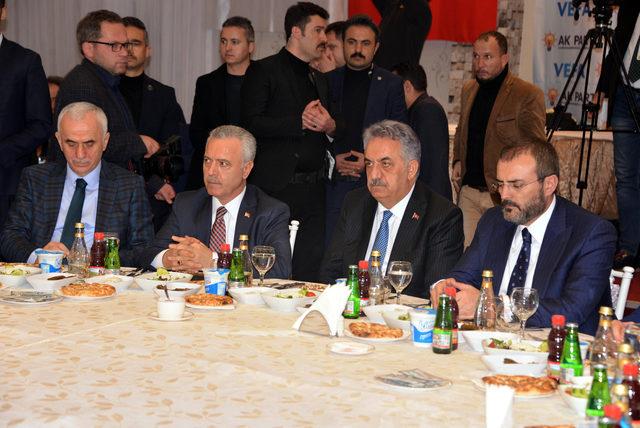 AK Parti Genel Başkan Yardımcıları, 'çete' kıyafeti giydi