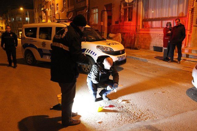 Karaman'da bir kişi, yol ortasında kanlar içinde yaralı olarak bulundu