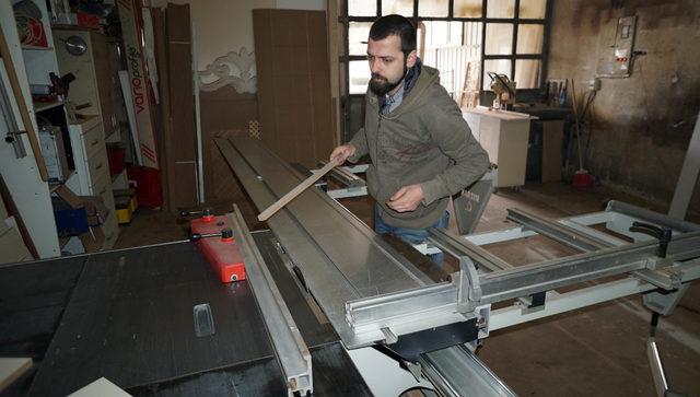Belgelendirme sektörünü bırakıp, marangoz çırağı oldu
