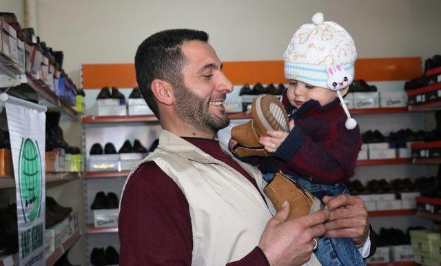 Van Umut Kervanından 600 kişiye ayakkabı yardımı