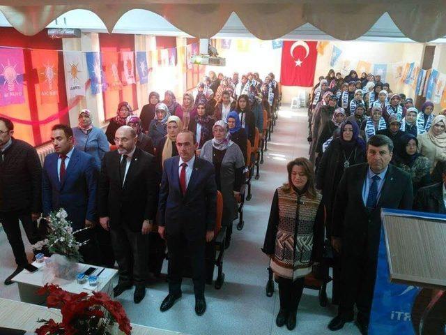 Çavdarhisar AK Parti Kadın Kolları Başkanlığı'na Serpil Kaya seçildi