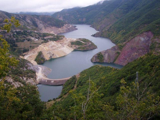 Topçam Baraj Gölü kurudu