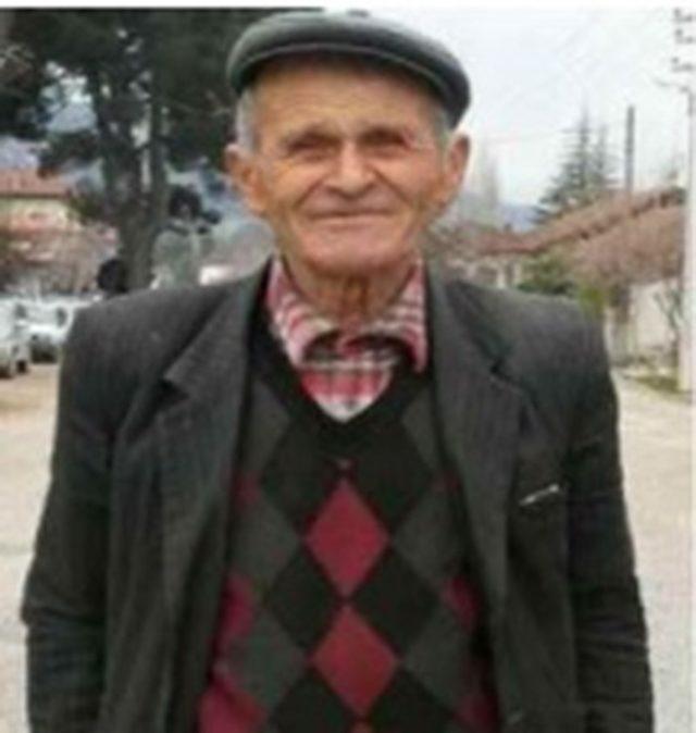 Devrilen traktörün altında kalan yaşlı adam hayatını kaybetti