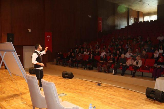 Diyarbakır'da liderlik ve yönetim becerileri semineri düzenlendi