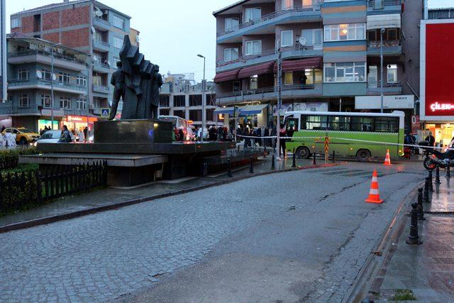 Anıtın altına bırakılan valiz fünye ile patlatıldı