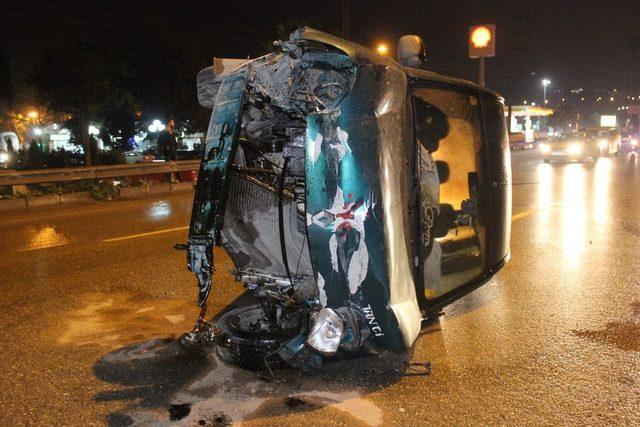 Hafif ticari araç takla attı: 1 yaralı