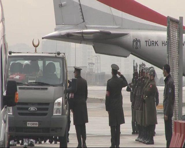 Fotoğraflar // Şehit Uzman Çavuş Koray Karaca'nın cenazesi İstanbul'a getirildi