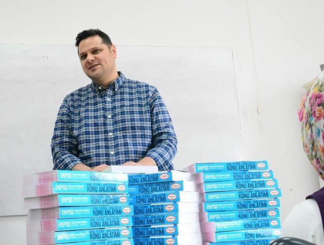 İpekyolu Belediyesinden kursiyerlere kitap desteği