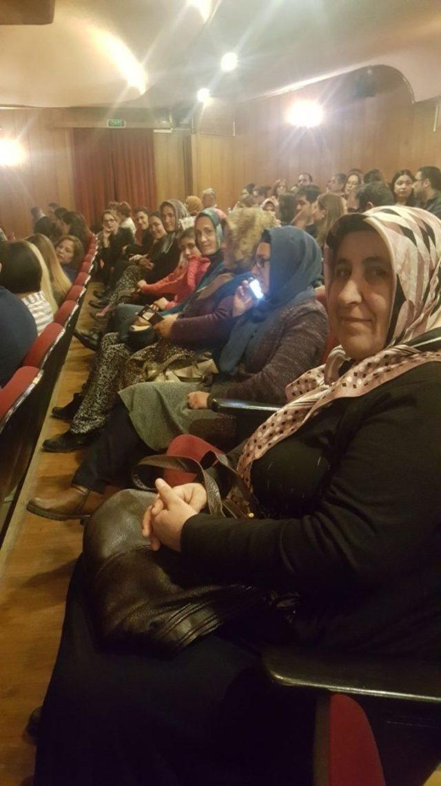 Başkan Tarhan'dan kadınlara opera sürprizi