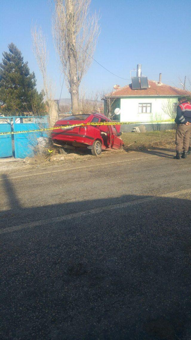 Otomobil yoldan çıkıp, devrildi: 2 ölü