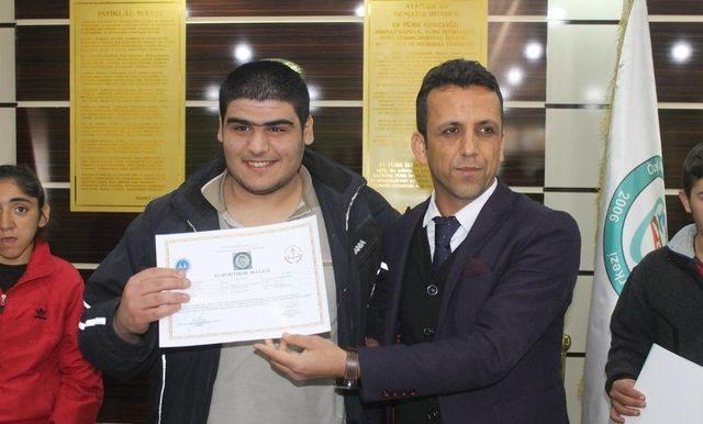 Engelli kursiyerlere sabun üretimi sertifikası verildi