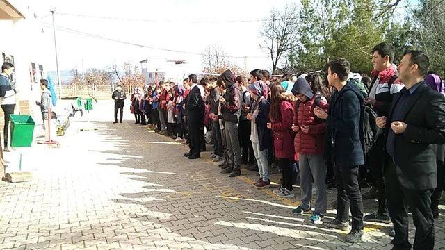 Lise öğrencilerinden Mehmetçiklere dua