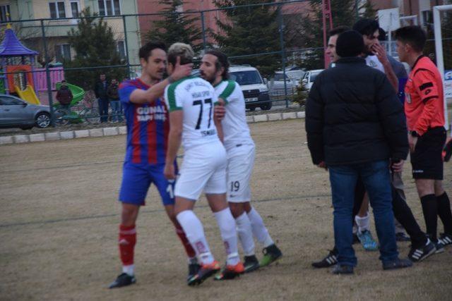 Şuhut Hisarspor-Sökespor karşılaşmasında olaylar çıktı