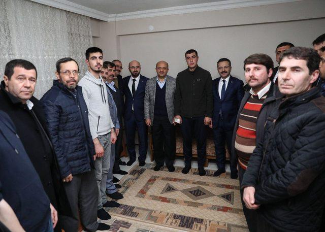 Başbakan Yardımcısı Işık, Afrin'de yaralanan astsubayı ziyaret etti